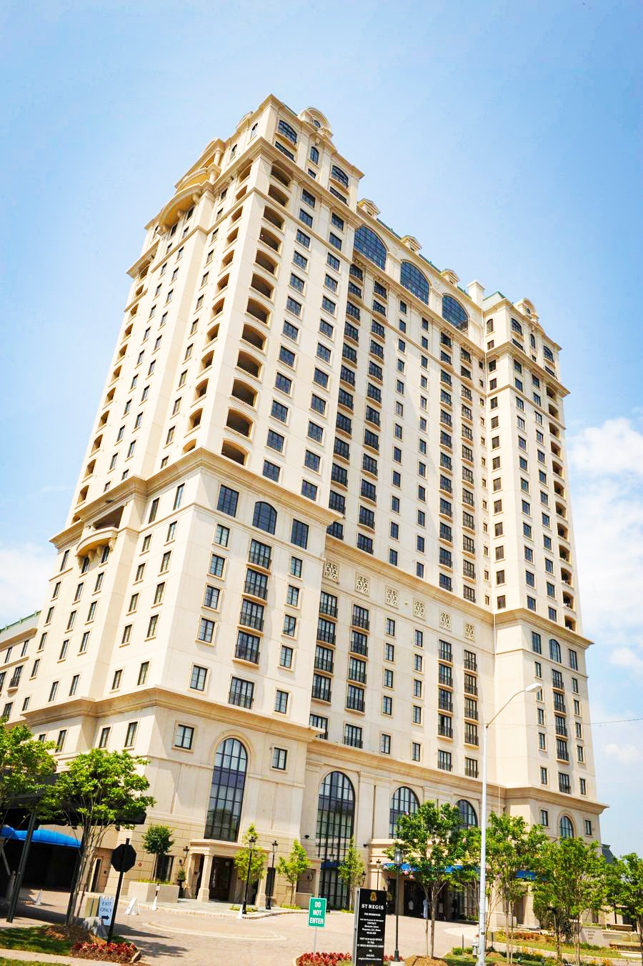 Presto technicians perform glass restoration and protection to windows of luxury hotel in Atlanta, GA