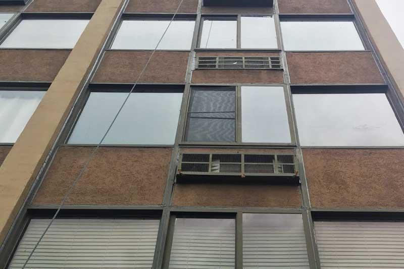 Building exterior caulking services