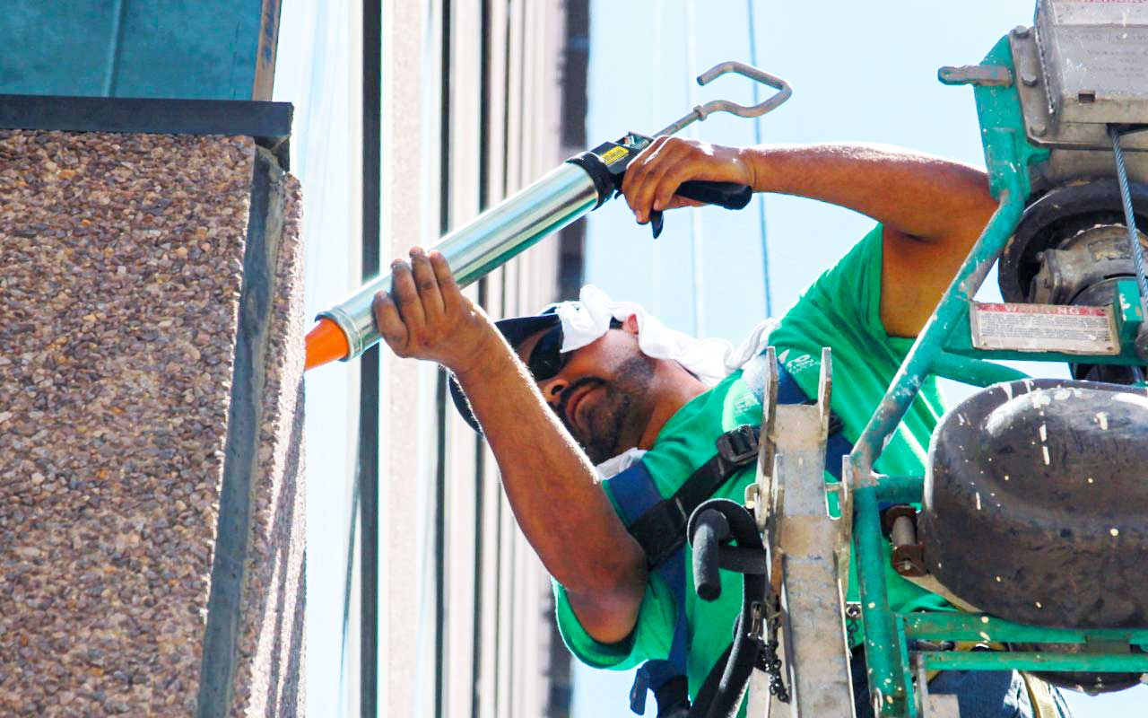 Presto Expert Performing Commercial Caulking Services